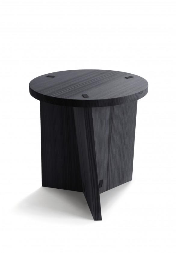 Marfa-stool-by-Claesson-Koivisto-Rune_photo-Studio-Chikako-Harada_N-I-K-A-R-I-1-585x842