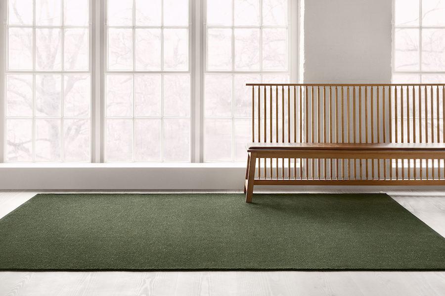 Kasthalls nya matta tillsammans med träbänk.