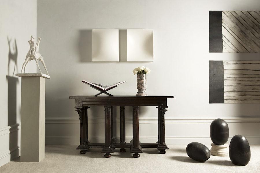 Ljus, elegant inredning med Claes Daléns bokstöd för Livrest.