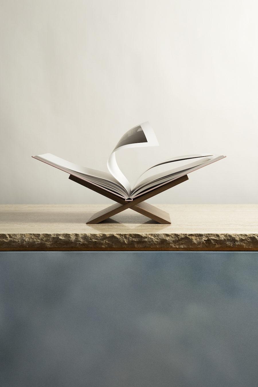 Bild på bokstöd och coffee table-bok från Claes Daléns bokstöd för Livrest.