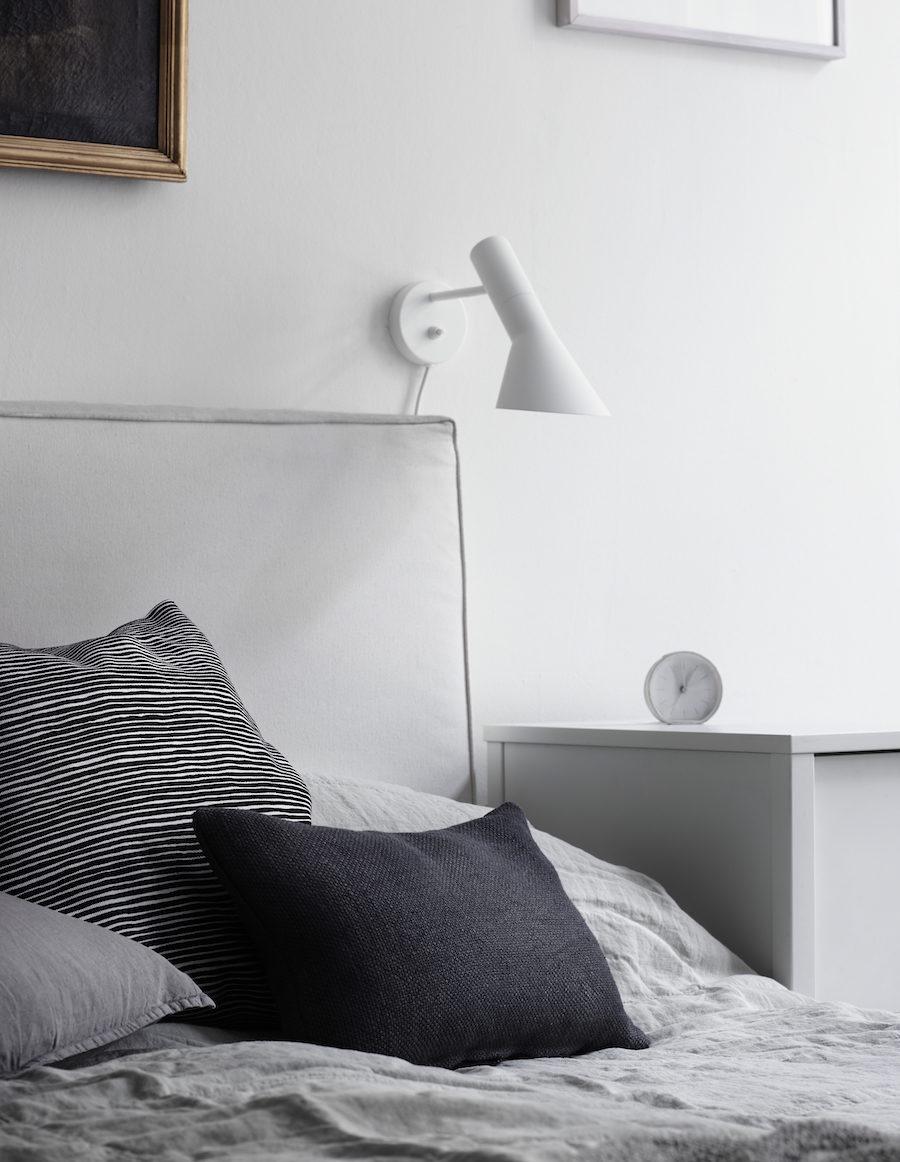 Säng med kuddar från Mariemekko.