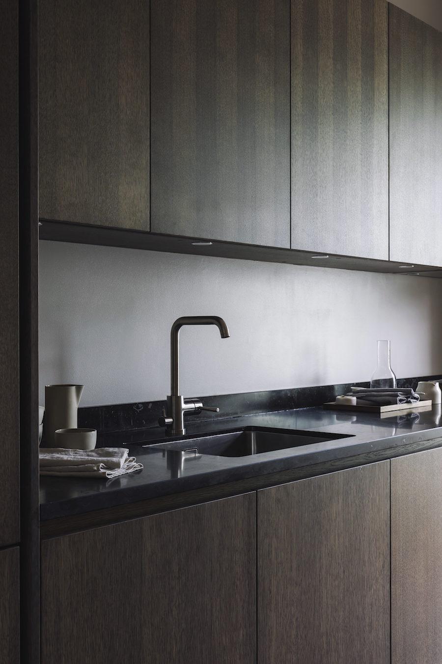 Bild på Asplunds nya kök som kommer i mörkt rök ek.