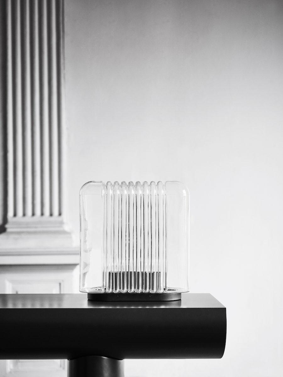 Danska varumärket Karakter Copenhagen återlanserar den munblåsta lampan Lari designad av Angelo Mangiarotti.