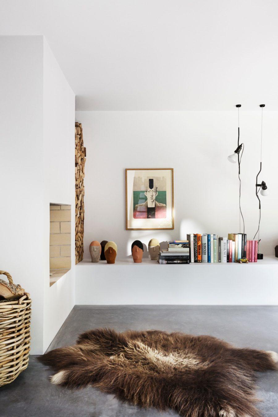 Vardagsrum hemma hos Peter Krasilnikoff, ritat av David Thulstrup
