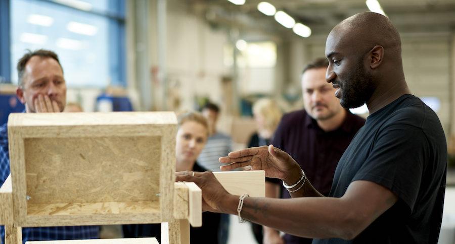 Modedesignern Virgil Abloh på besök på Ikea.