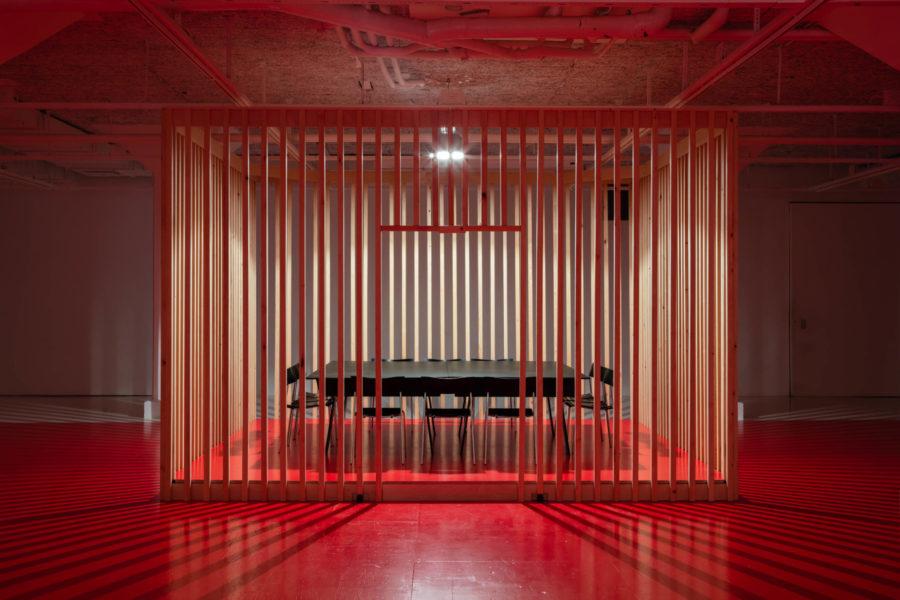 Röd Kärlek av Dora Garcia på Tensta Konsthall.
