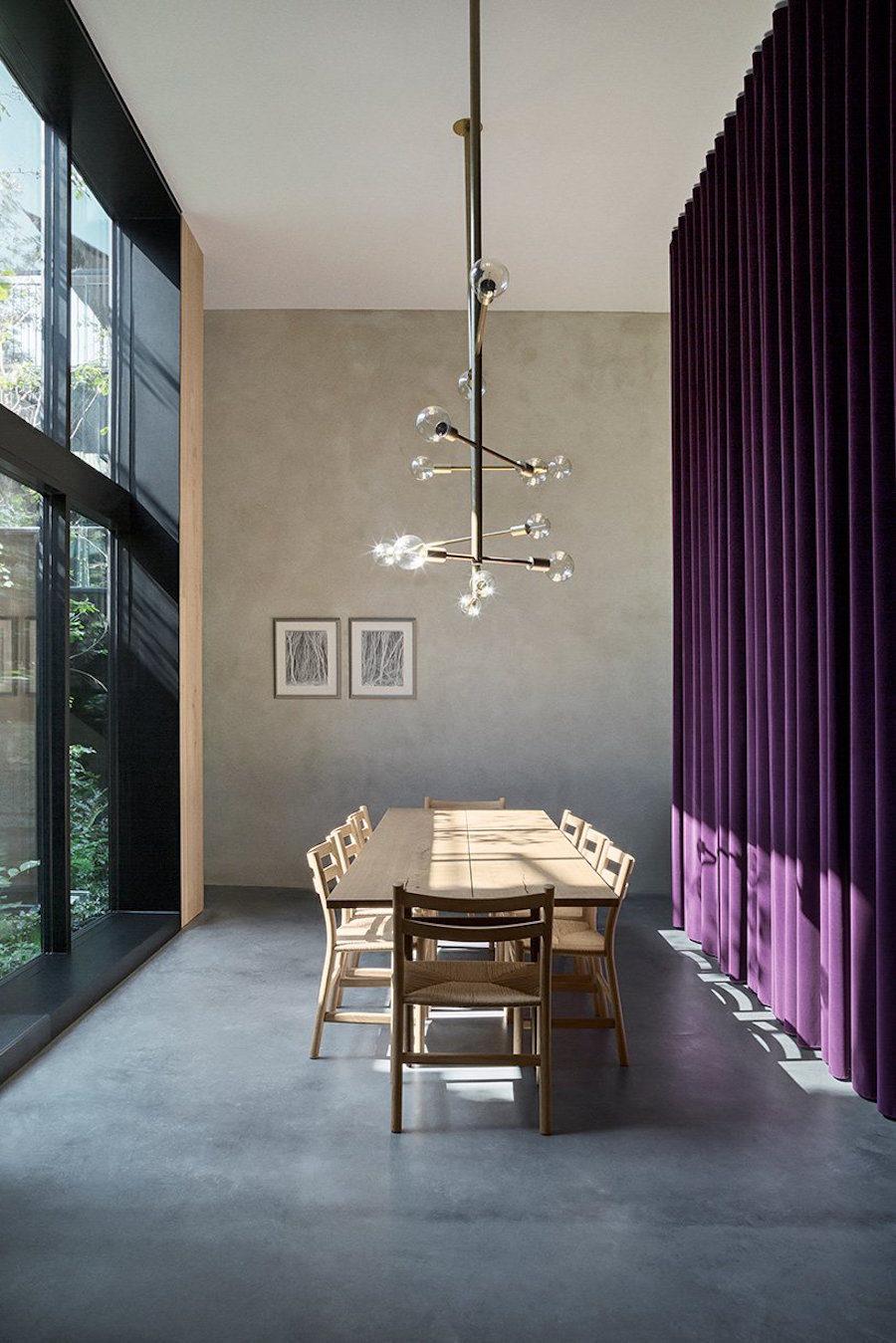 Matbord hemma hos Peter Krasilnikoff, ritat av Studio David Thulstrup.
