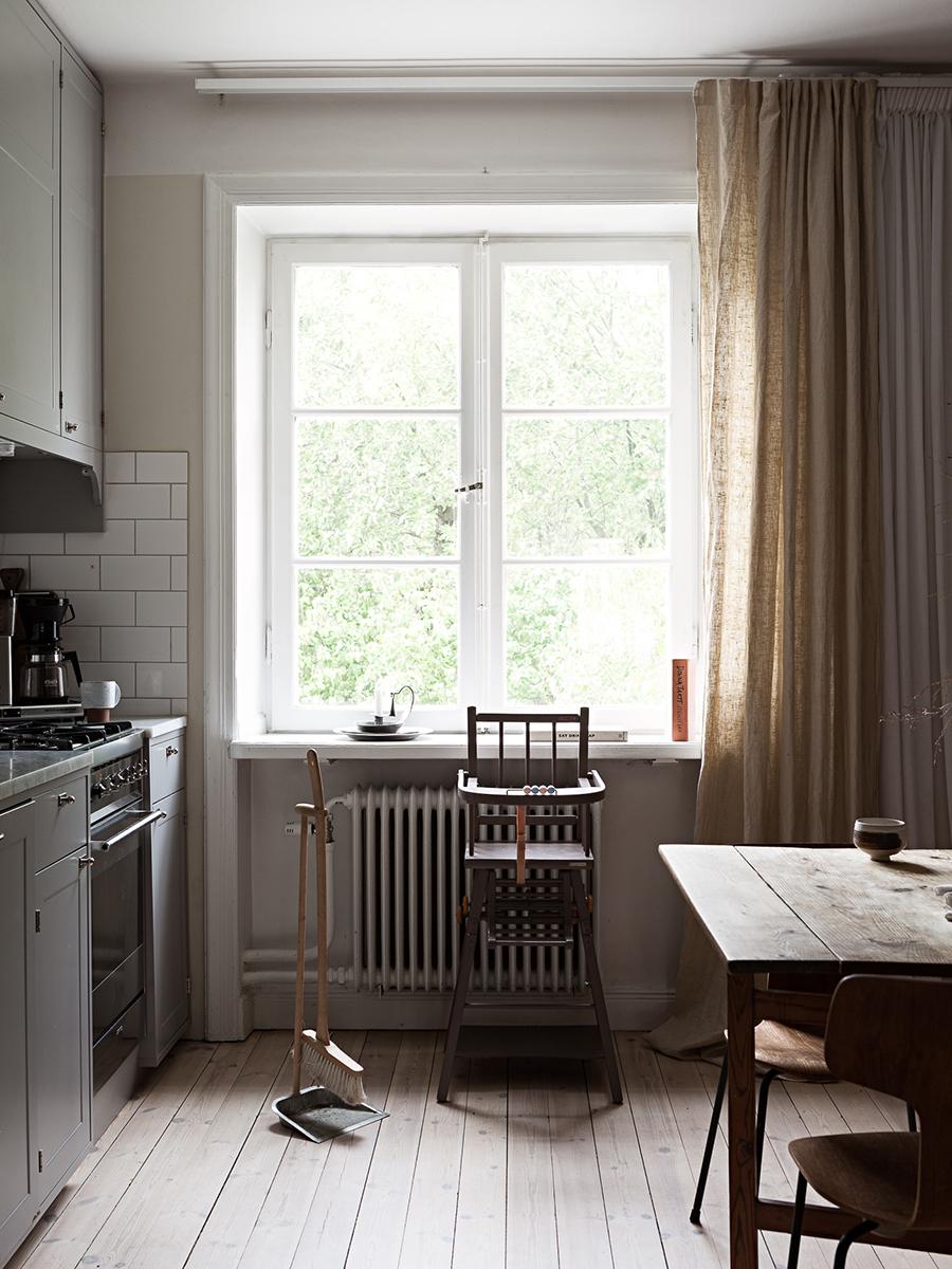 barnstol i köket, slagbord