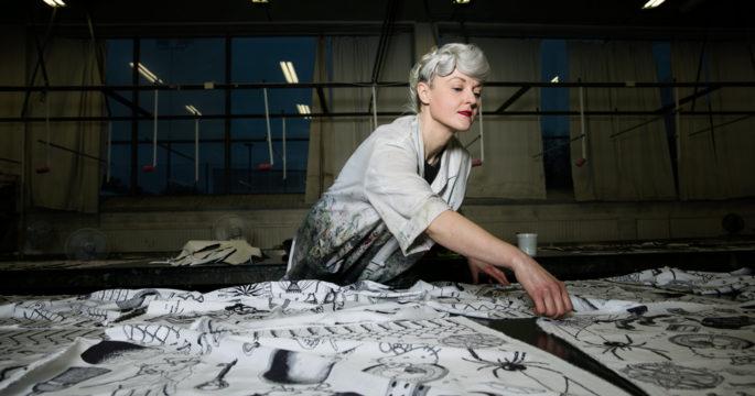 Bea Szenfeld gör unik kollektion med sjalar – se bilderna