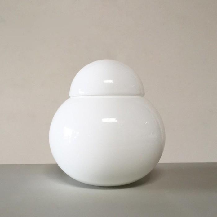 Daruma table lamp designed by Sergio Asti for Fontana Arte.