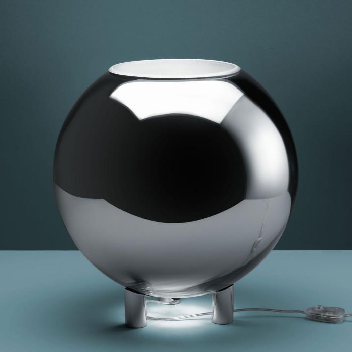 The lamp Globo di Luce designed by Roberto Menghi for Fontana Arte.